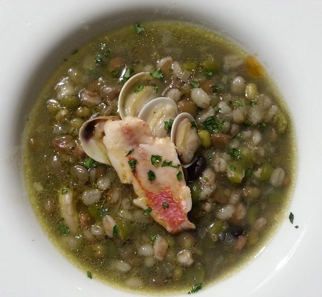 zuppa all'isolana con lupini e triglie