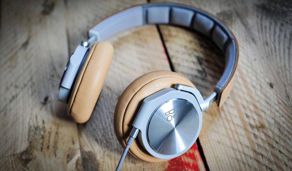 bang and olufsen beoplay h6 beige headphones
