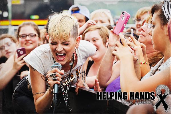 helping hands rock reviews concert photos juliet simms