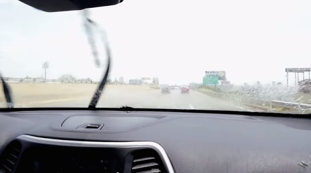 遠隔操作でエンジン停止も。クライスラーの車にハッキングの危険性!?