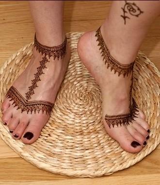 Mehndi Ka Rung Mehndi Ka Rung Cool And Simple Mehndi On Feet