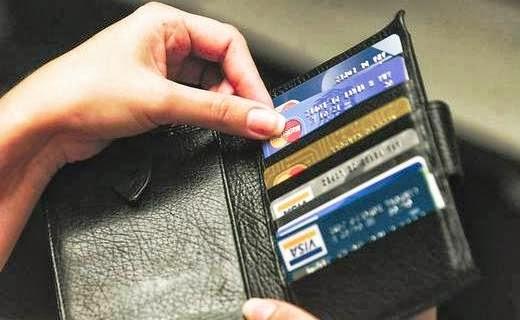 tarjeta de crédito escolta desnudo