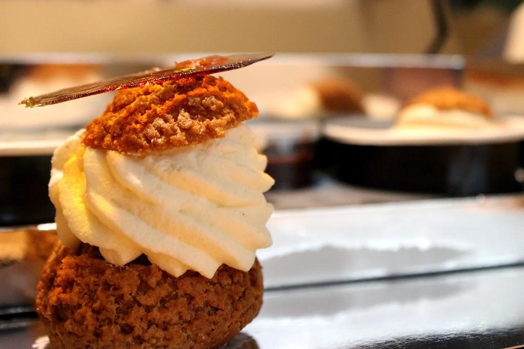 pastry sweets profiteroles
