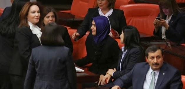 CHP'li Kadın Millet vekiller Meclise Tişörtle Geldi