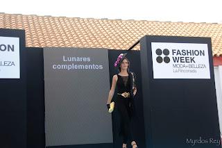 complementos-tocado-bolso-lunarescomplementos-fashion-week-larinconada
