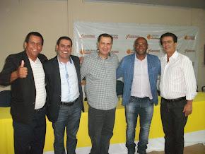 De governo a governo , repórter Catireiro sempre ao lado das autoridades.