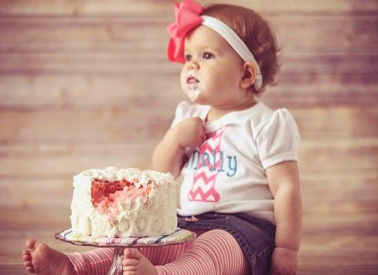 Image d'un bébé fille a l'âge 1 an