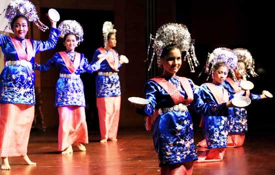 sejarah asal usul tari piring tour de singkarak 2013 rh tourdesingkarakcity blogspot com