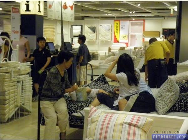 gambar pelanggan ikea china terlebih santai tidur
