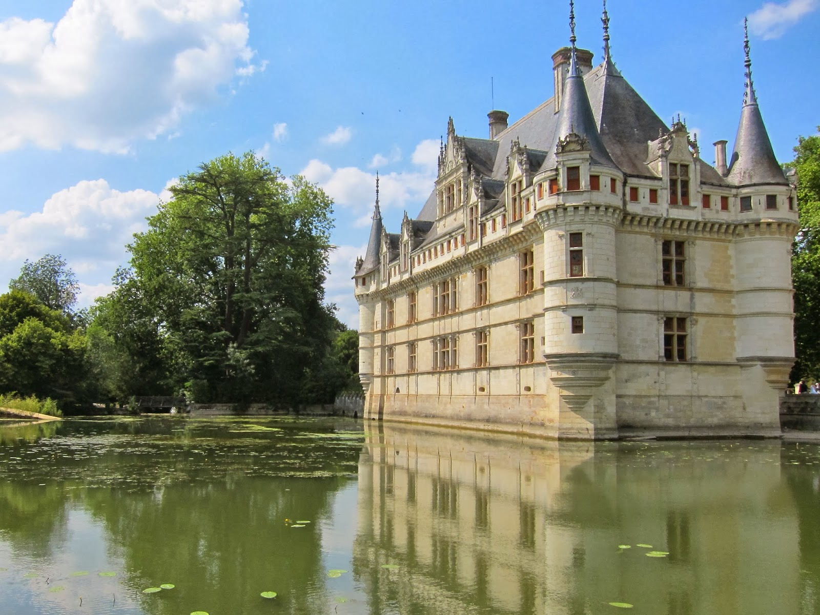 eiffel tells reflections chateau d 39 azay le rideau. Black Bedroom Furniture Sets. Home Design Ideas