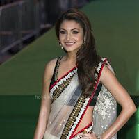 Anushka sharma  in saree at iifa awards 2011