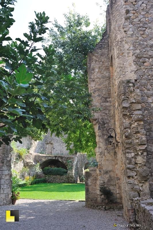 entrée du jardin suspendu du château de Vogüé photo blachier pascal