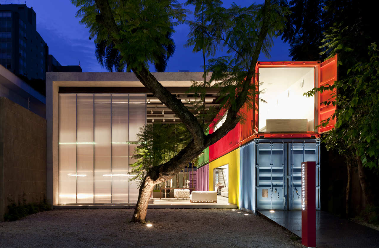 Shipping container homes iso container building in brazil for Architecture container