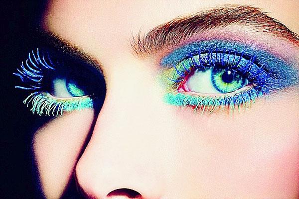 rouge à lèvres bleu