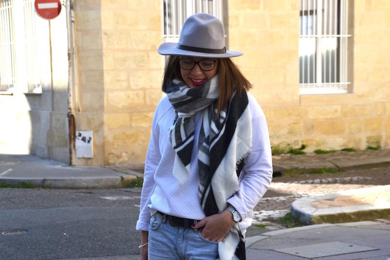sweat blanc H&M, short boyfriend H&M, stan smith, chapeau MANGO,écharpe ZARA, sac Balenciaga