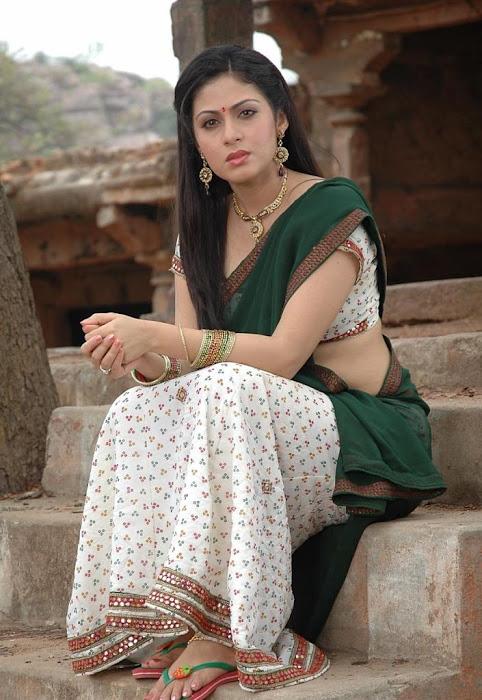 sada in saree actress pics