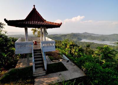 Gardu pandang yang ada di Kalibiru Kulonprogo