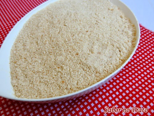 Veja neste post como fazer farinha de rosca caseira