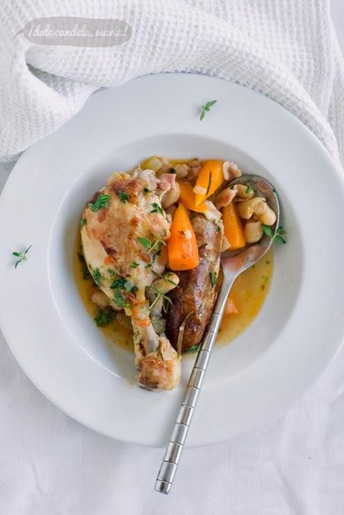 plato de cassoulet, estofado de judias blancas, pollo y salchichas