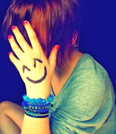 Eu sei que não é agradável menina, mas as vezes é necessário camuflar a felicidade com a tristeza, para que a inveja deixe de lhe alcançar. (Jeessy B.)