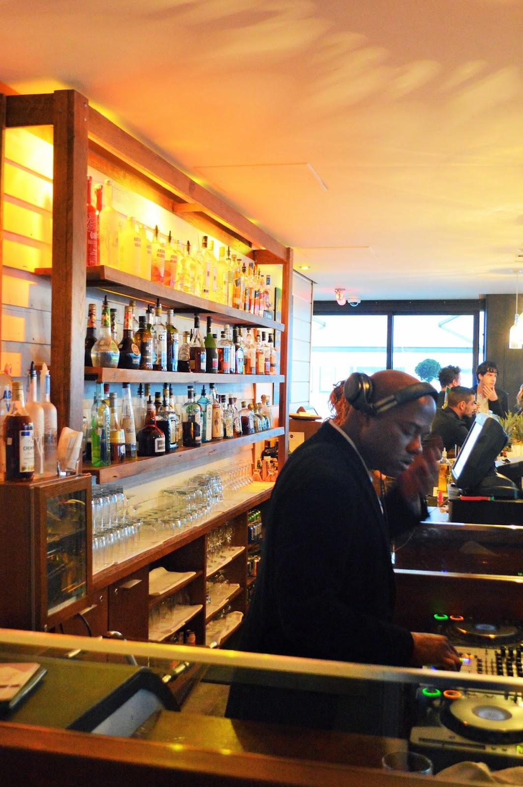 La terrasse du newtown notre montr alit for Table 9 newtown