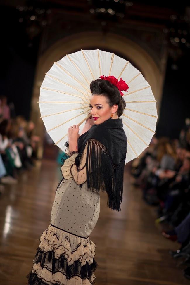 Peinados Para Vestidos De Flamenca - Moños de flamenca ¡Y yo con estos pelos! Entre cirios y