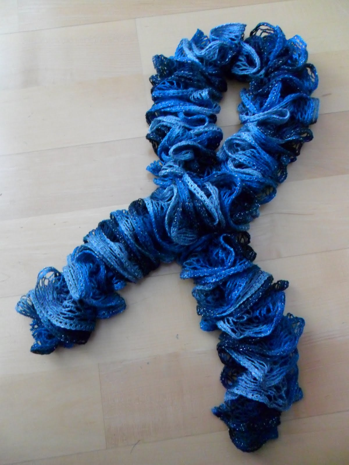 Crochet Vs Knit Scarf : Kiddles N Bits: Knitted Sashay Ruffle Scarf