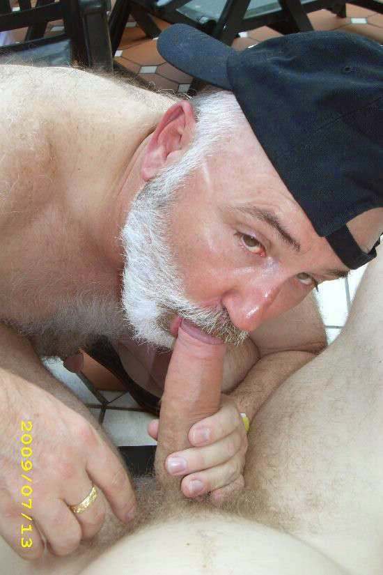 I love suck old cock on my vacation