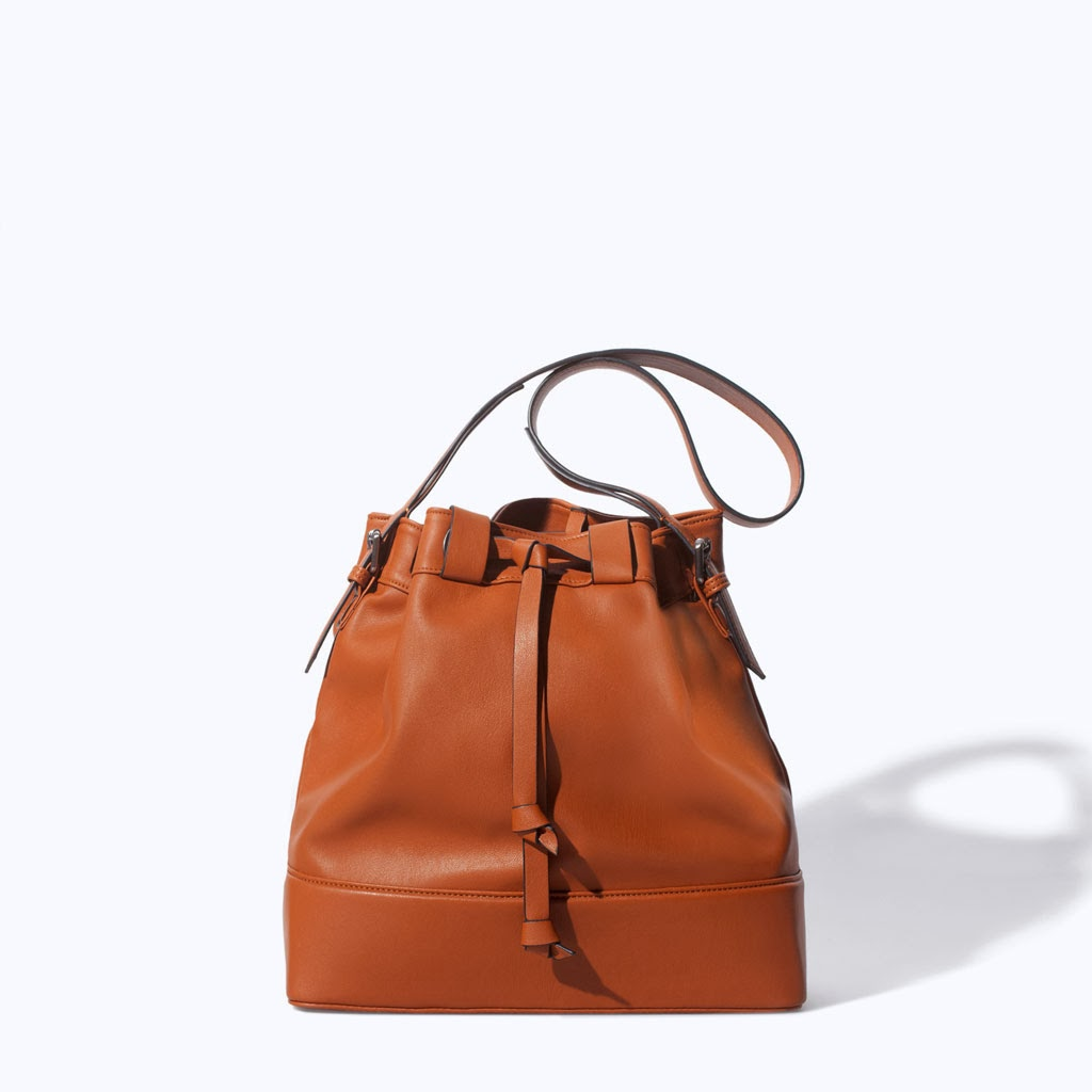 The bucket bag: the new
