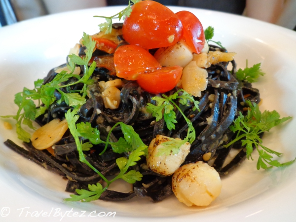 Squid-ink Scallops Ragout