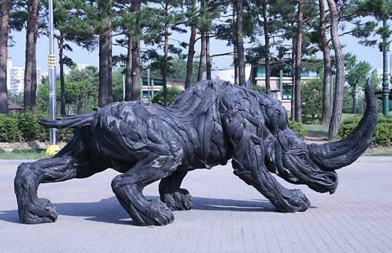 Comentarios del Fic (2) - Página 11 02-Las+fant%C3%A1sticas+esculturas+hechas+con+neum%C3%A1ticos+de+Ji+Yong+Ho+06