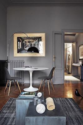 De andar por casas gama de grises para tus paredes for Comedor chico moderno