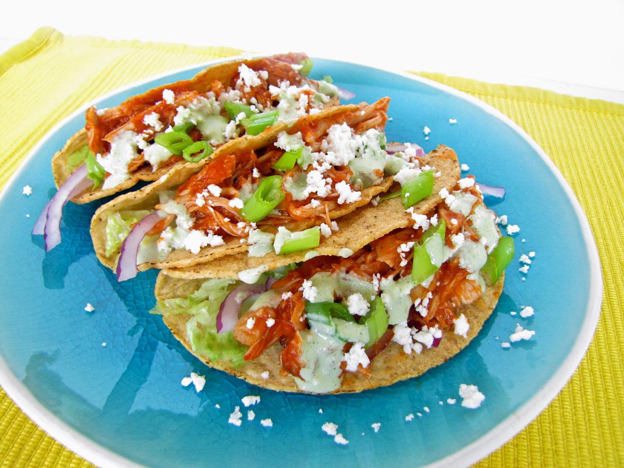 ChowGals: Chicken Tinga Tacos w/ Cilantro Cream