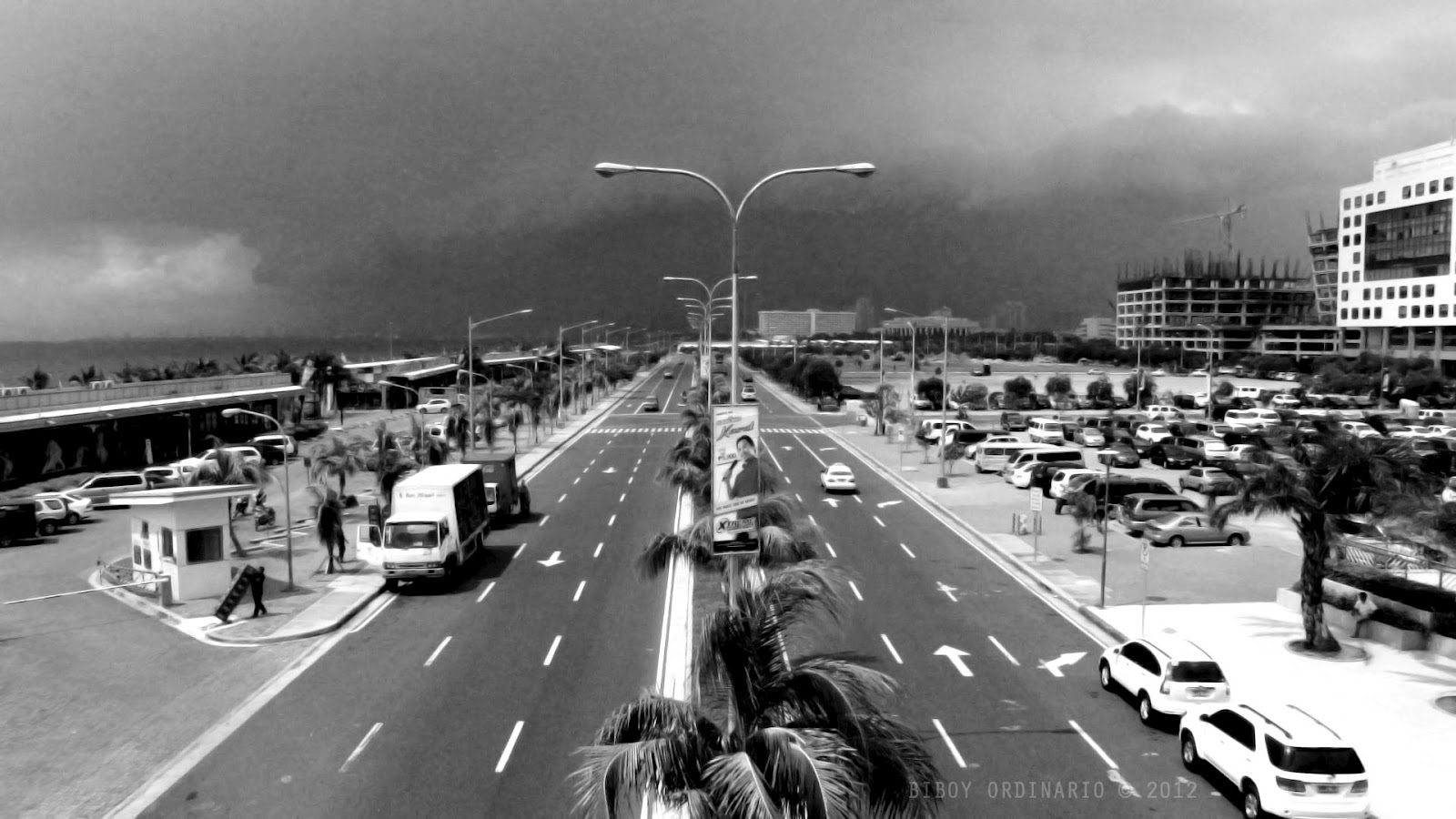 Image of SM Mall of Asia's Seaside Boulevard in black and white