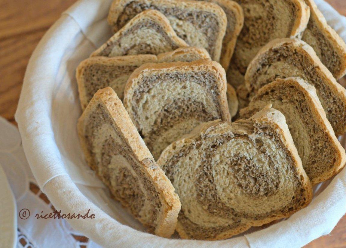 Fette biscottate variegate con orzo e grano saraceno