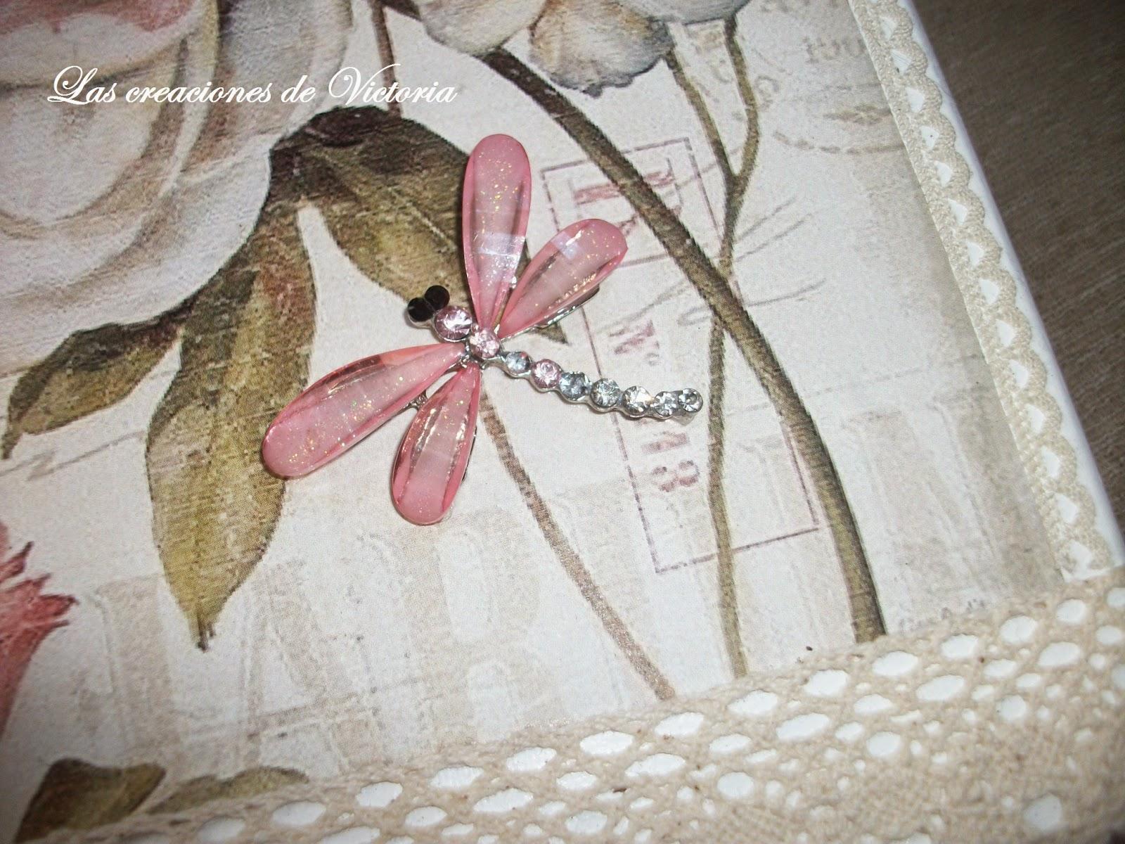 Las creaciones de Victoria. Vintage. Reciclaje caja de cartón.