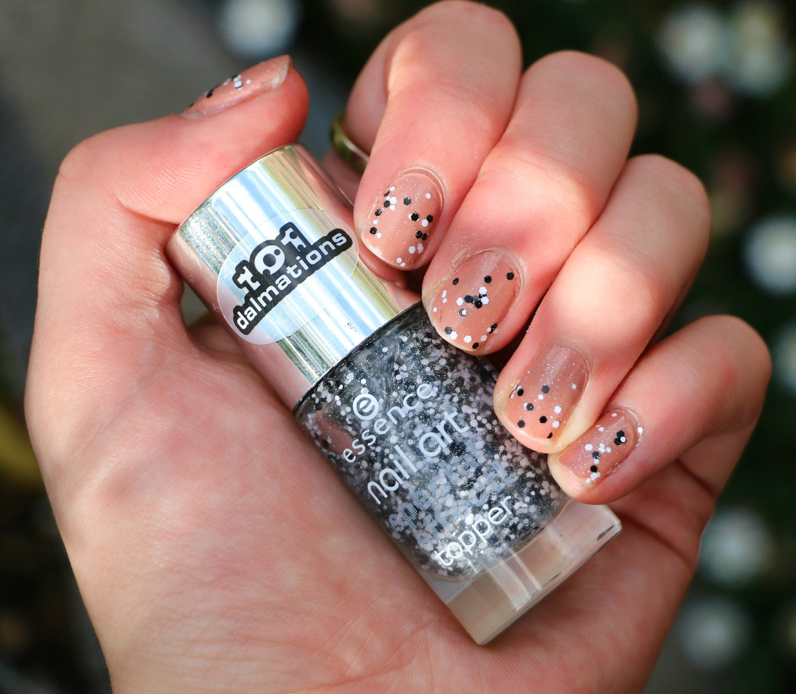 Youreview Essence Nail Art Special Effect Topper In Black Dress And
