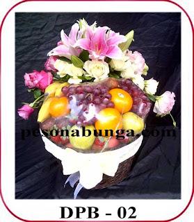 rangkaian buah dan bunga