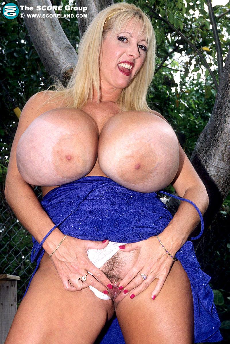 hot nude girl in leggings