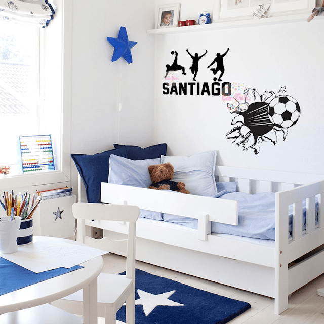 Vinilo decorativo infantil pelota de futbol rompe pared for Vinilo pared habitacion