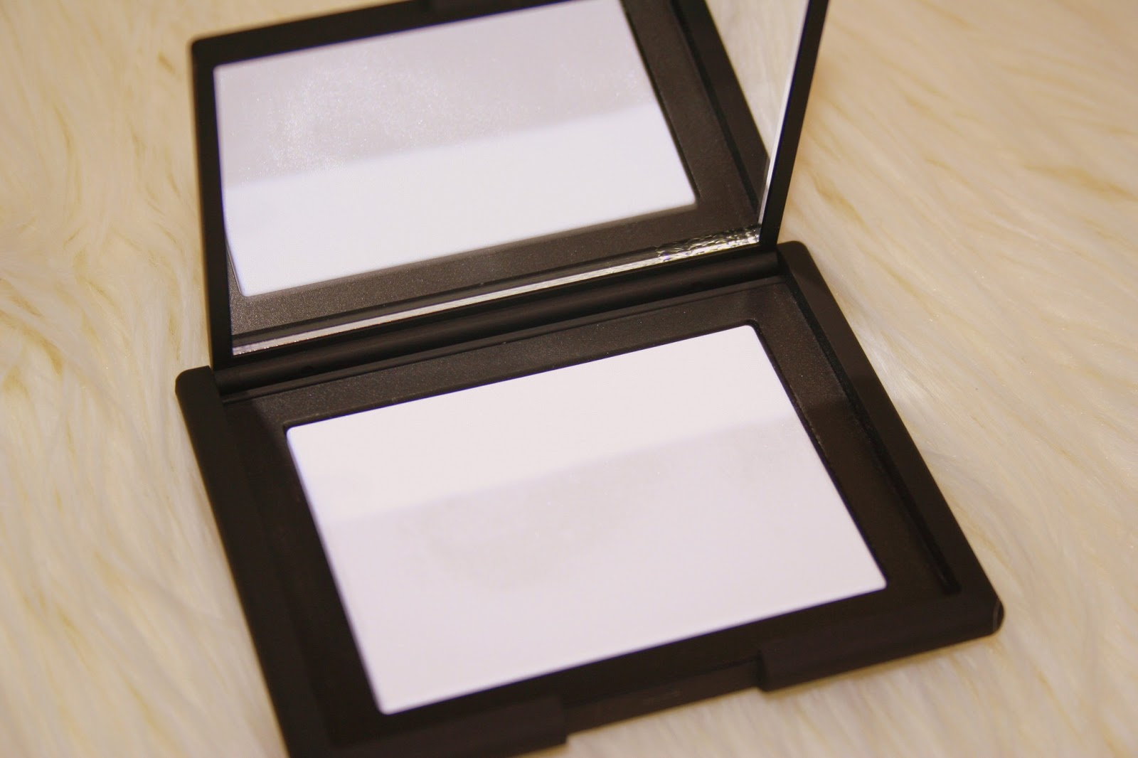 chat have you tried this nars light reflecting pressed setting powder. Black Bedroom Furniture Sets. Home Design Ideas