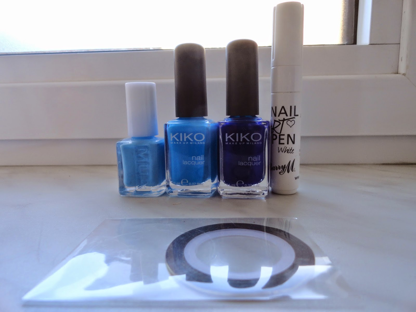 Clothes & Dreams: NOTD: Striped gradient: Essie Bold Blue, Kiko 295, Kiko 335, Barry M white nail art pen, striping tape