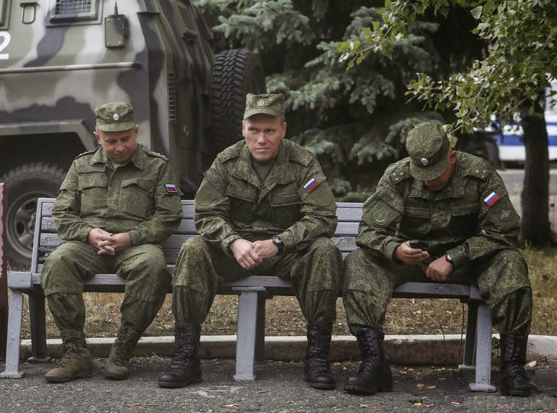Россия продолжает ввод армейских подразделений и боевой техники на территорию Украины