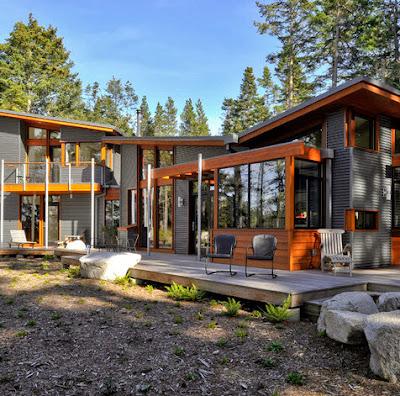Fachada de casa de campo en madera y hierro