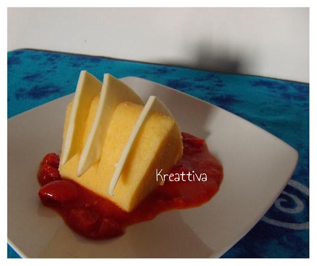 polenta con fettine di formaggio e pomodoro