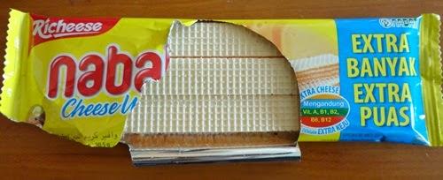 Nabati Cheese Wafer, Nabati Wafer krim keju Harga sekotak RM7.90 1 kotak mengandungi 20 bungkus Nabati 1 bungkus Nabati berisi 20.5 gram Wafer krim keju Nabati Mengandungi vitamin A, B1, B2, B6 dan B12 Slogan wafer Nabati EKSTRA KEJU – ektra banyak extra puas