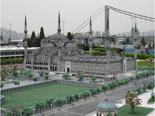 الأماكن السياحية اسطنبول الصور 4606438-Blue_Mosque_Miniaturk_Istanbul.jpg