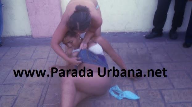 VIDEO INSOLITO - Mujeres se desnudan en Pelea