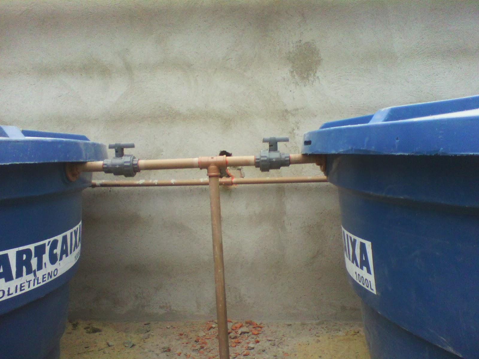 Casa Tony & Ta: Caixa d'agua Instalada e Madeiramento Telhado #3A5C91 1600x1200