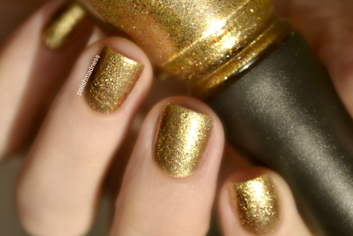 Маникюр с золотым лаком и блестками фото